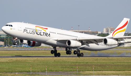 Airbus A340 Plus Ultra z Hiszpanii latał dla LOTu w czerwcu za popsute Dreamlinery. Tutaj jego lądowanie po locie z USA.
