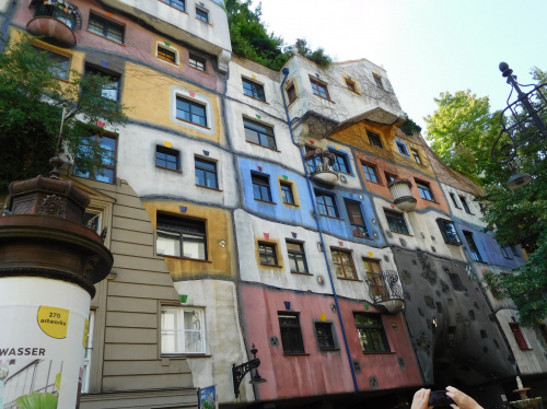 Krzywy dom Hundertwassera w Wiedniu