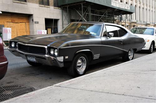 Buick Skylark na ulicach Nowego Jorku