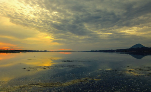 Jezioro Korission o zachodzie