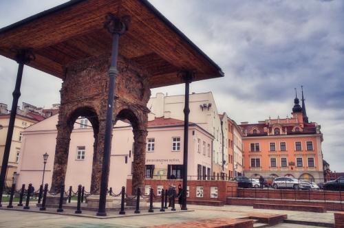 Zachowana Bima Starej Synagogi w Tarnowie