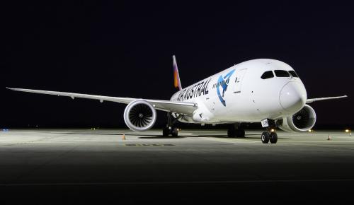 Dreamliner linii Air Austral nocą, prezentuje się magicznie :)