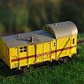 Wagon kolejowej energetyki PKP w formie wagonu załogi pociągu sieciowego. Widoczny jest kominek ogrzewania zimowego. Skala 1:87. Epoka Va #Energetyka #kryty #wagon #PKP #Energetyka #kryty #wagon