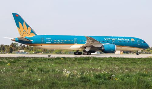 Vietnam Airlines przed odlotem do Wietnamu. Jedno z piękniejszych malowań samolotów.