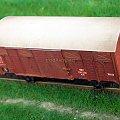 Wagon kryty pochodzenia francuskiego z naniesionymi śladami eksploatacji kolej PKP . Model w skali 1:87 H0. Autentyczny numer inwenterzowy. H0 #PKP #wagon #kryty #Kdn