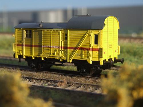 Wagon dyżurka załogi pociągu sieciowego PKP z przełomu XX i XXI wieku. Skala 1:87. #energetyka #PKP H0