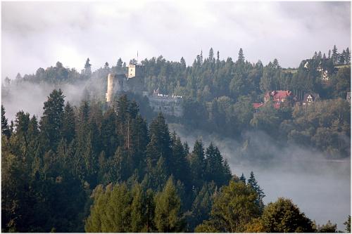 zamek w Niedzicy ...rankiem