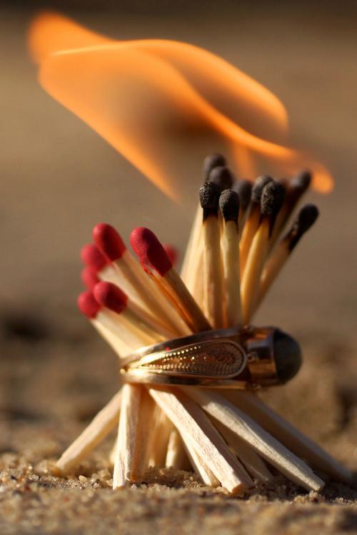 Rozpala ogień