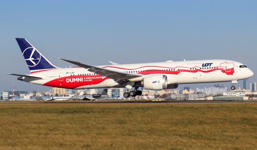 Biało - czerwona chorągiew na wietrze w postaci Dreamlinera LOTu :)